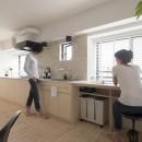 都会感と気配を感じる家の写真 長〜いキッチン
