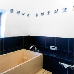 西熱海の陶芸工房のある家 (桧の浴槽がある浴室)
