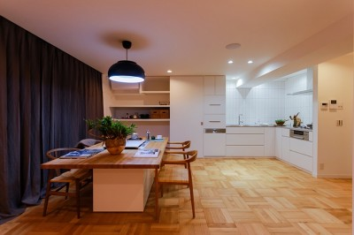 ライフスタイルに合わせた上質な住まい~暮らしにこだわったマンションリノベ~ (スッキリと広々オープンなダイニングキッチン)
