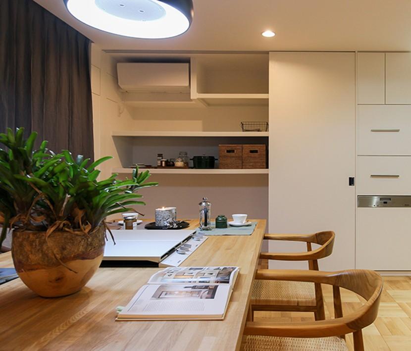 ライフスタイルに合わせた上質な住まい~暮らしにこだわったマンションリノベ~ (大容量!キッチン壁面収納)