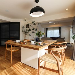 ライフスタイルに合わせた上質な住まい~暮らしにこだわったマンションリノベ~ (贅沢なオーダーダイニングテーブル)