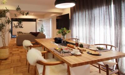 大きなダイニングテーブル|ライフスタイルに合わせた上質な住まい~暮らしにこだわったマンションリノベ~