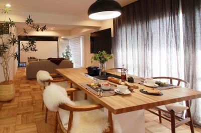 大きなダイニングテーブル (ライフスタイルに合わせた上質な住まい~暮らしにこだわったマンションリノベ~)