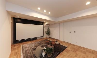 大迫力の映像も!120インチ電動スクリーン|ライフスタイルに合わせた上質な住まい~暮らしにこだわったマンションリノベ~
