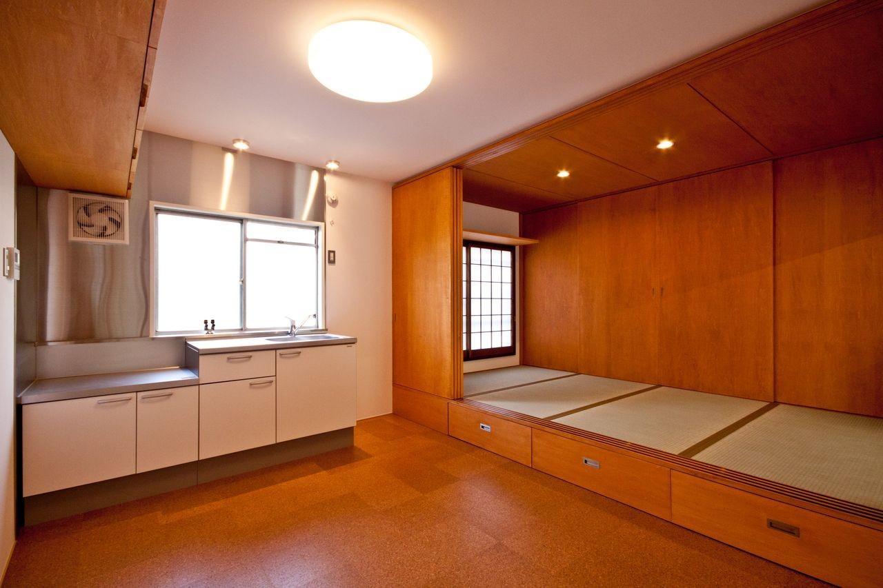 竹の台団地のアトリエ 京都府長岡京市の団地リノベーション。暮らしとしごとが同居する住宅とアトリエ (ダイニングキッチンと和室)