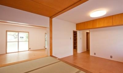 竹の台団地のアトリエ|京都府長岡京市の団地リノベーション。暮らしとしごとが同居する住宅とアトリエ (和室からアトリエを見る)