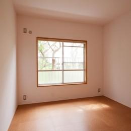 竹の台団地のアトリエ|京都府長岡京市の団地リノベーション。暮らしとしごとが同居する住宅とアトリエ (寝室)
