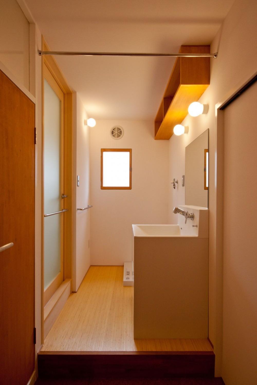 竹の台団地のアトリエ|京都府長岡京市の団地リノベーション。暮らしとしごとが同居する住宅とアトリエ (洗面脱衣室)