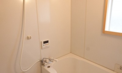 竹の台団地のアトリエ|京都府長岡京市の団地リノベーション。暮らしとしごとが同居する住宅とアトリエ (浴室)