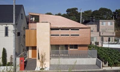 埼玉県和光市の区画整理地の家 (茶色のガルバリウム鋼板が特徴の外観)