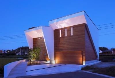 I6-house「木漏れ日のある家」 (外観夕景1)