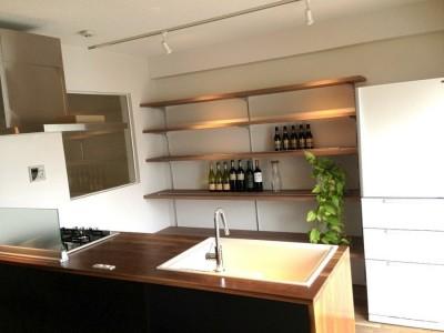 造作キッチン (70㎡のワンルーム)
