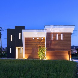 I6-house「木漏れ日のある家」 (外観夕景2)