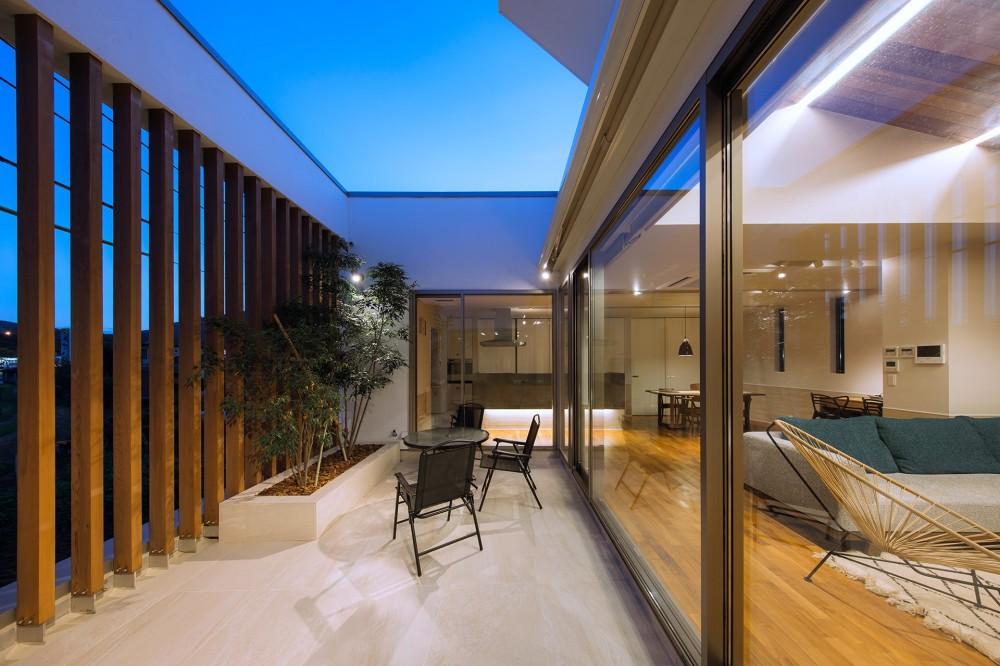 I6-house「木漏れ日のある家」 (テラス夕景2)