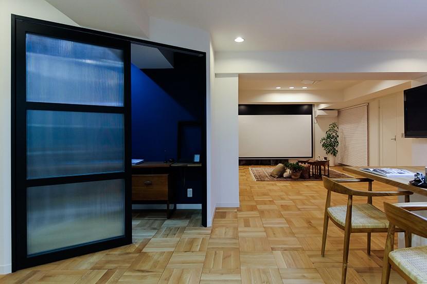 ライフスタイルに合わせた上質な住まい~暮らしにこだわったマンションリノベ~ (輸入ガラスが大人かわいい!オリジナル建具)