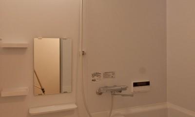 浴室|伊丹の長く明るいLDK|伊丹市の1976年築のマンションリノベーション。窓に面する4室の壁を撤去し長さ12mの明るいLDKを実現。