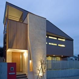 埼玉県和光市の区画整理地の家 (ライトアップするとより魅力がアップする外観)