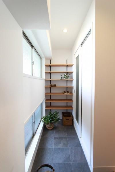 機能的な動線とおもてなしの空間 (ライフスタイルに合わせた上質な住まい~暮らしにこだわったマンションリノベ~)
