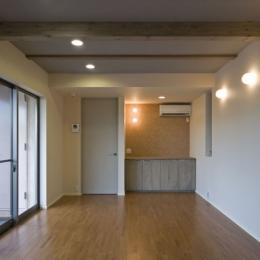 埼玉県和光市の区画整理地の家 (梁を露出した1階寝室)