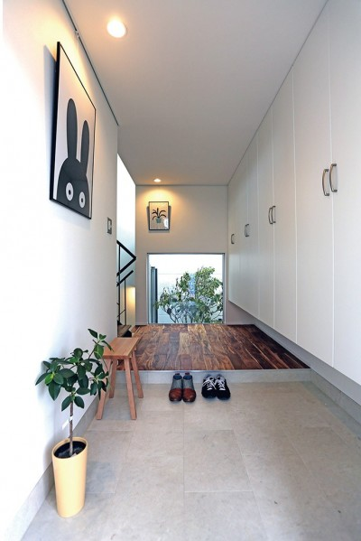 S-House (玄関)