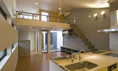 埼玉県和光市の区画整理地の家 (2階のキッチンからリビング、3階のホールをみる,)