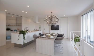 ダイニング・キッチン|眺望を楽しみ穏やかに暮らす家