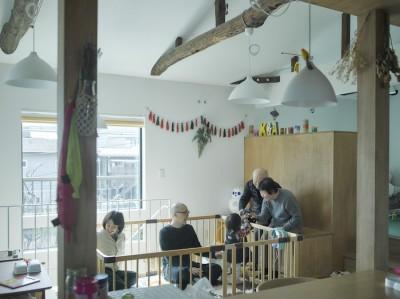 リビング (NE-CODATE-二世帯住宅+猫部屋、家族が集まる広い縁側)