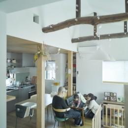 NE-CODATE-二世帯住宅+猫部屋、家族が集まる広い縁側 (リビング)
