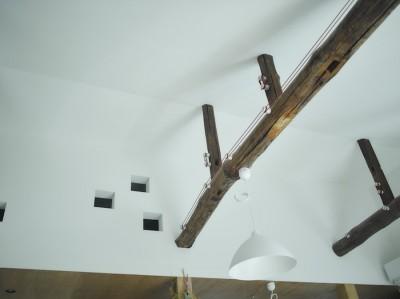 2階天井 (NE-CODATE-二世帯住宅+猫部屋、家族が集まる広い縁側)