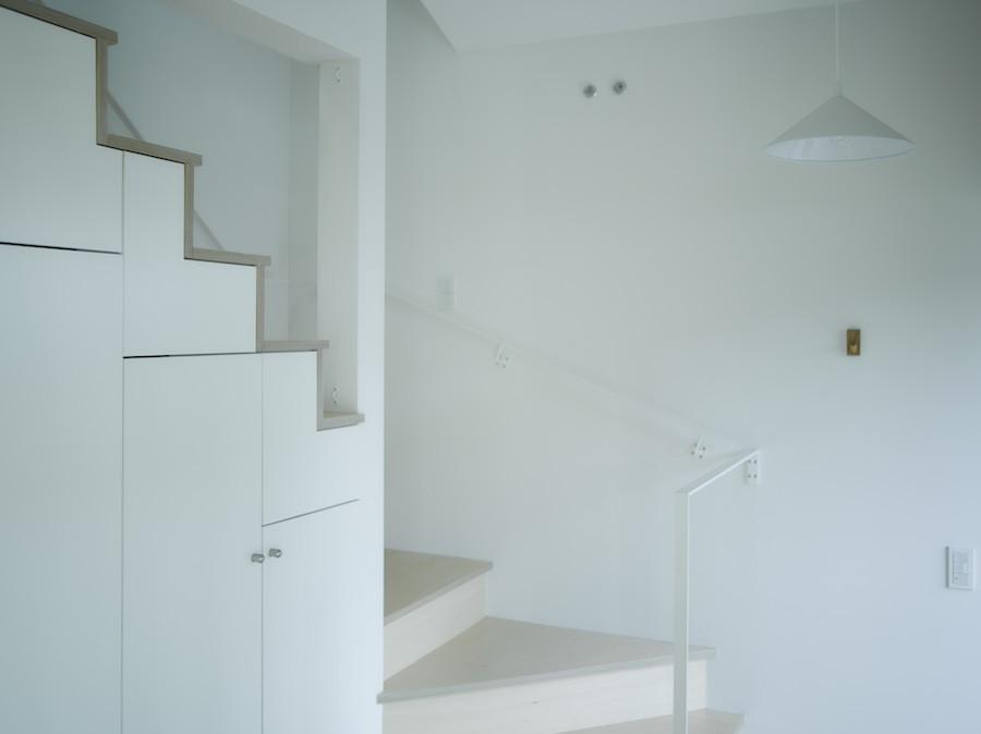 NE-CODATE-二世帯住宅+猫部屋、家族が集まる広い縁側 (玄関)