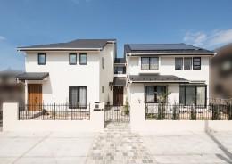 「ちょうどいい距離感」の分離型二世帯住宅へまるごと再生 (外観)