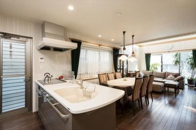 「ちょうどいい距離感」の分離型二世帯住宅へまるごと再生 (キッチン)