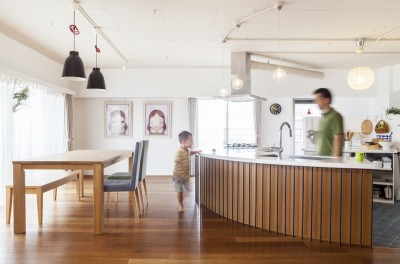 """キッチン (W邸-124平米の広さをいかした巨大""""ワンルーム"""")"""