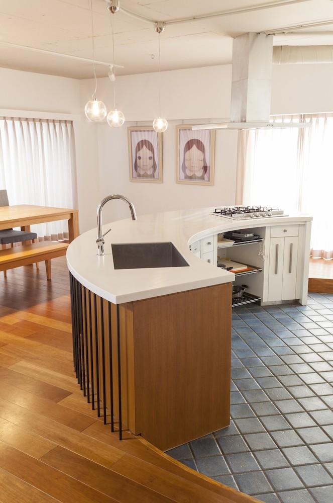 """W邸-124平米の広さをいかした巨大""""ワンルーム"""" (キッチン)"""