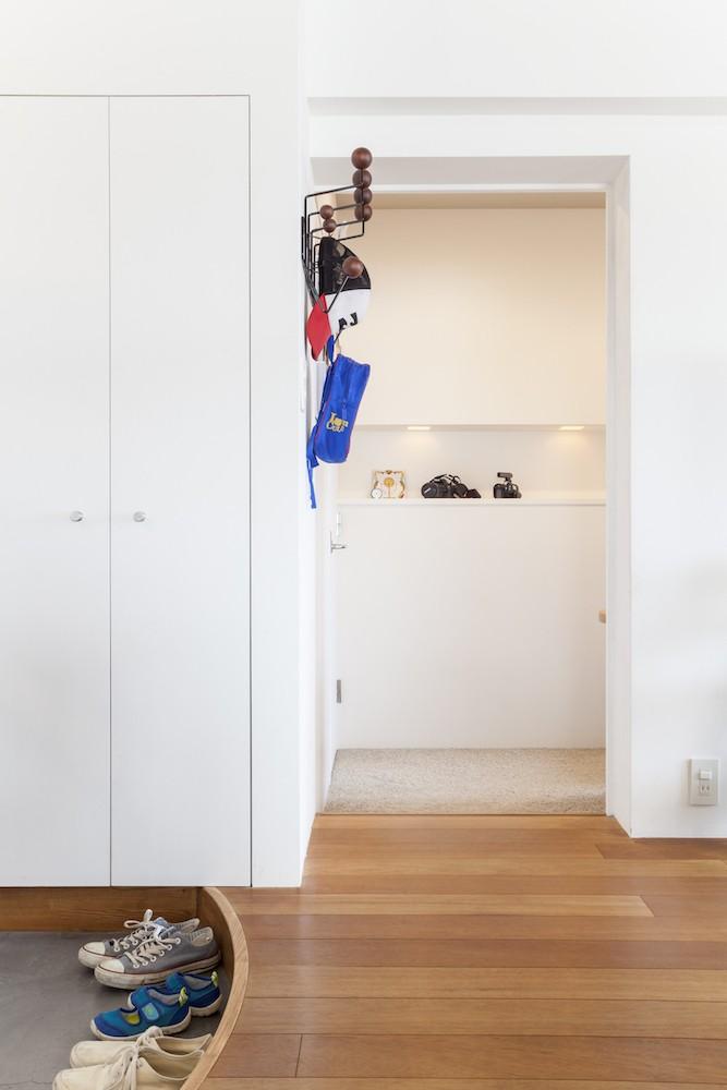 """W邸-124平米の広さをいかした巨大""""ワンルーム"""" (玄関)"""