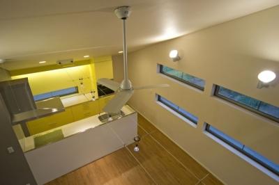 埼玉県和光市の区画整理地の家 (イエローのカラーがアクセントとなっているキッチン)