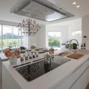 眺望を楽しみ穏やかに暮らす家の写真 リビング・ダイニング・キッチン