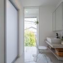 眺望を楽しみ穏やかに暮らす家の写真 洗面脱衣室・サンルーム