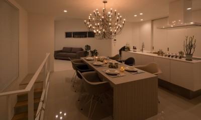 リビング・ダイニング・キッチン|眺望を楽しみ穏やかに暮らす家