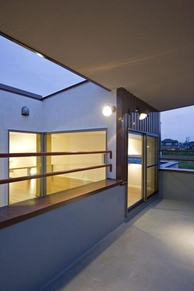 3階フロアにあるルーフバルコニー (埼玉県和光市の区画整理地の家)