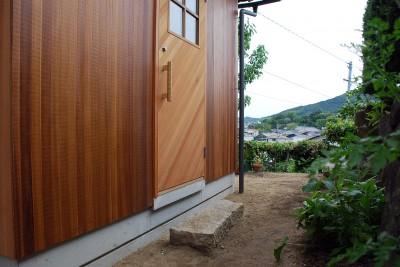 玄関アプローチ (児島の小さなアトリエ)