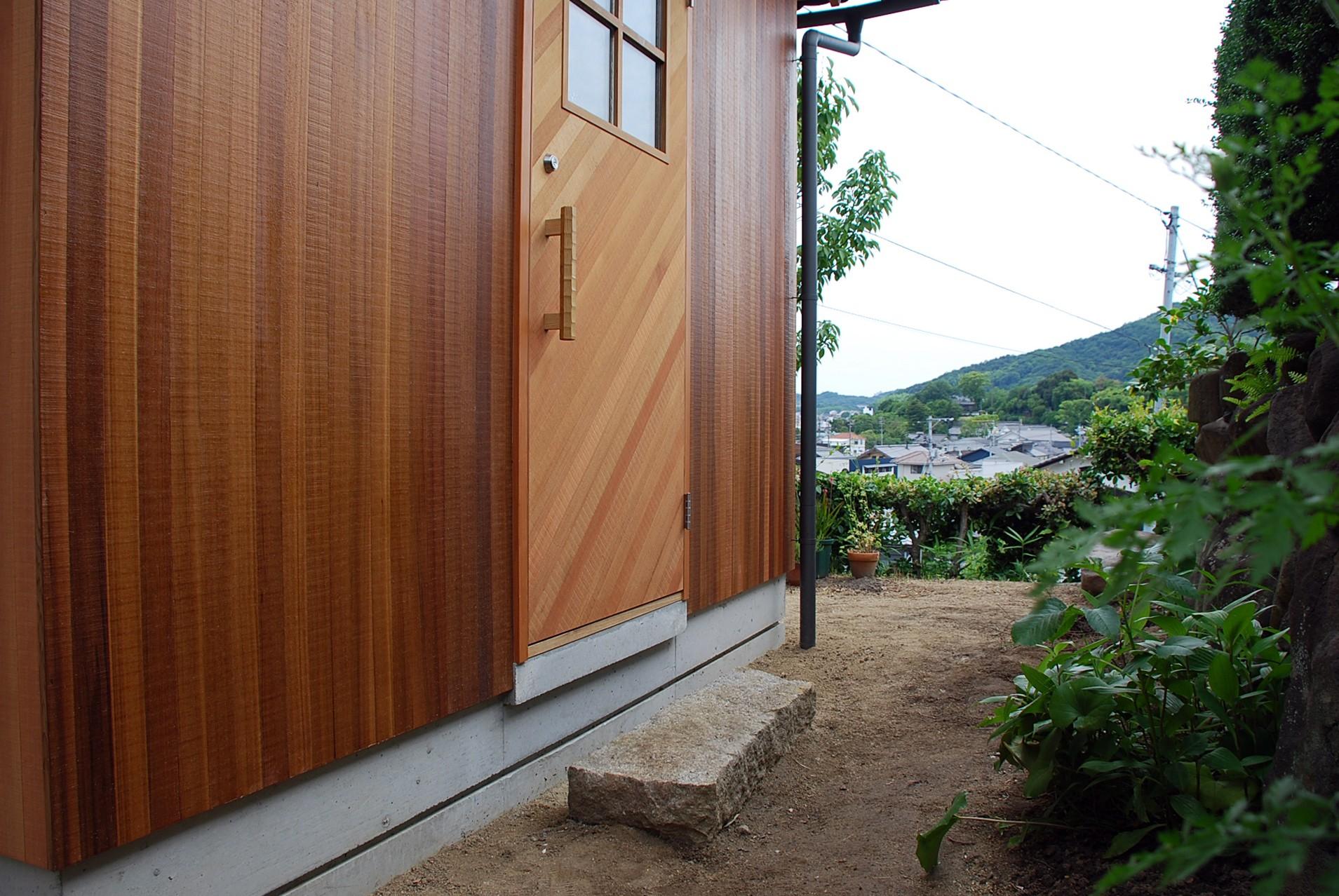 児島の小さなアトリエ (玄関アプローチ)