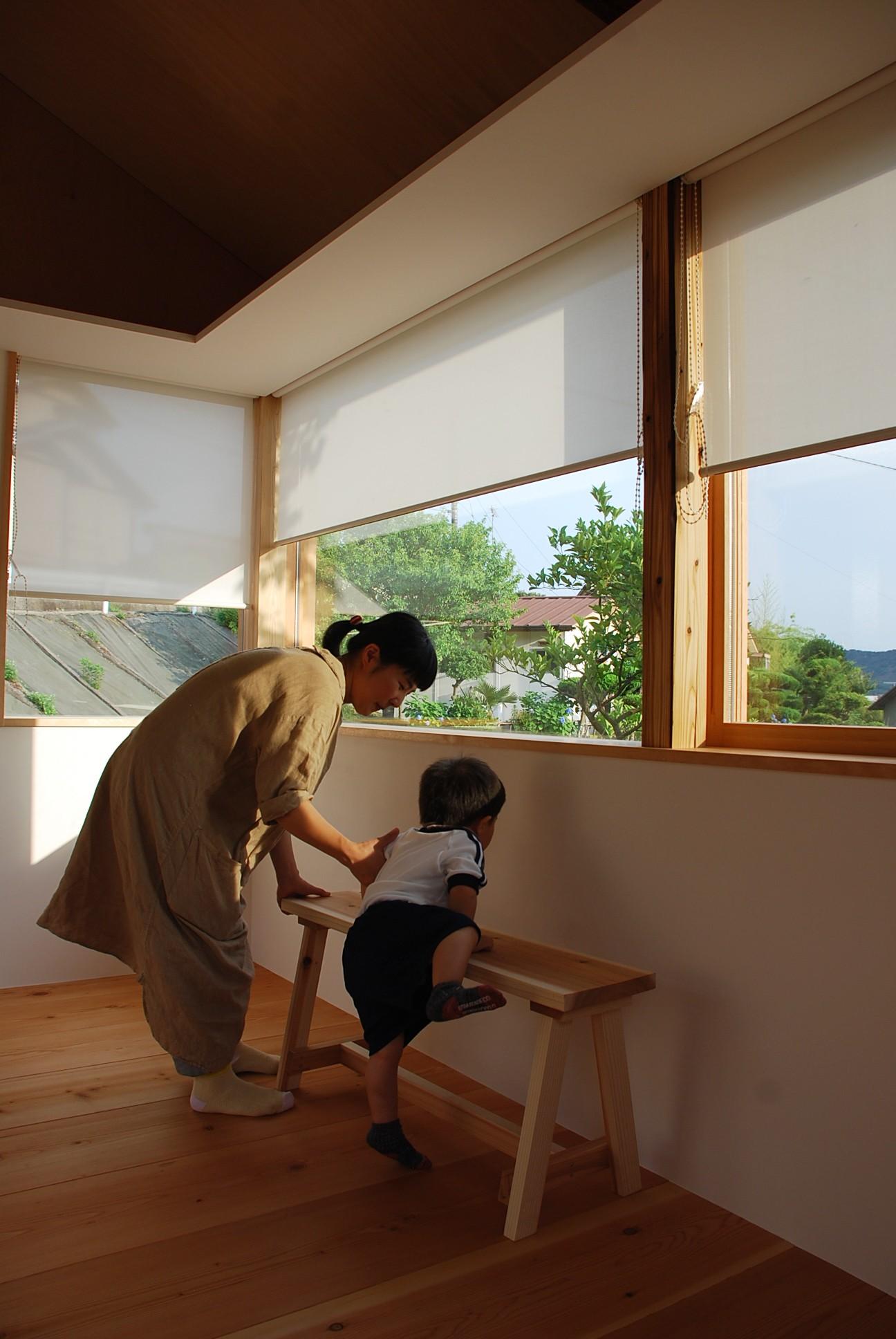 リビングダイニング事例:窓とロールスクリーン(児島の小さなアトリエ)