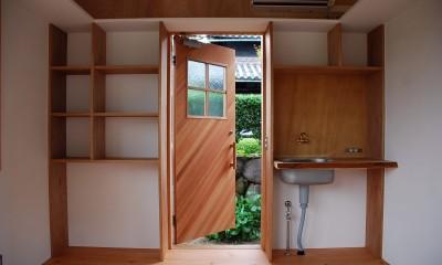 玄関と収納棚|児島の小さなアトリエ