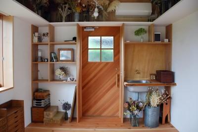 玄関と収納棚-2 (児島の小さなアトリエ)
