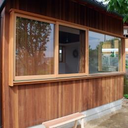 児島の小さなアトリエ (木製窓)