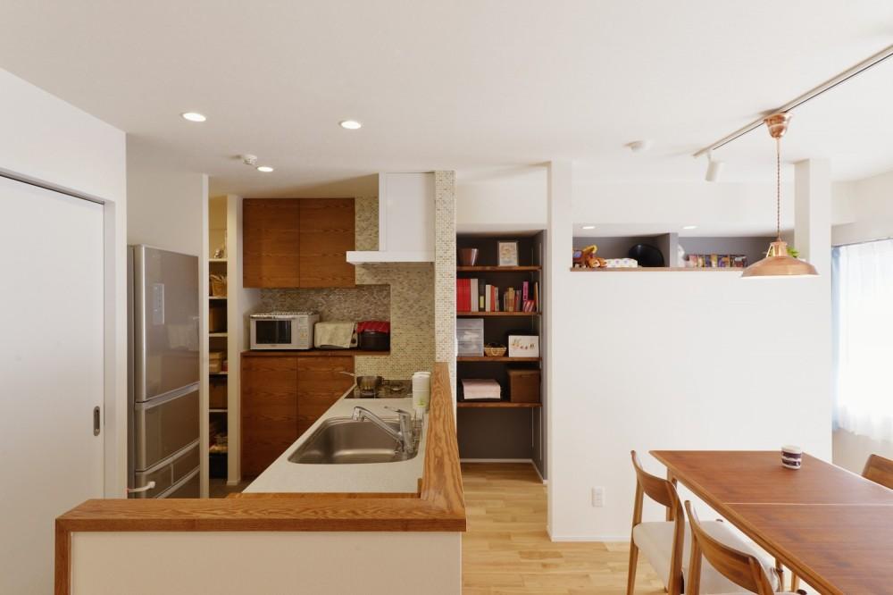 動線プランが鍵 ~家事ラクを実現した水回りの動線が光るリノベーション~ (キッチン)