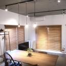ルーフバルコニーにリビングを移動させた目黒の家の写真 同年代にデザインされた異なる4つのチェアーとダイニングテーブル
