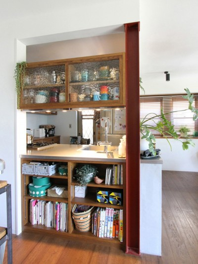キッチンの対面側収納 (大好きな本牧を住処に(本牧 戸建てリノベーション))