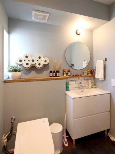 トイレ (心地よさと楽しさのバランス(沼袋 戸建てリノベーション))
